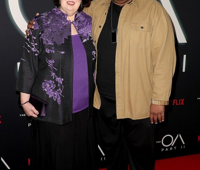 Back Together The Office Stars Phyllis Smith And Leslie David Baker Enjoyed A Red Carpet
