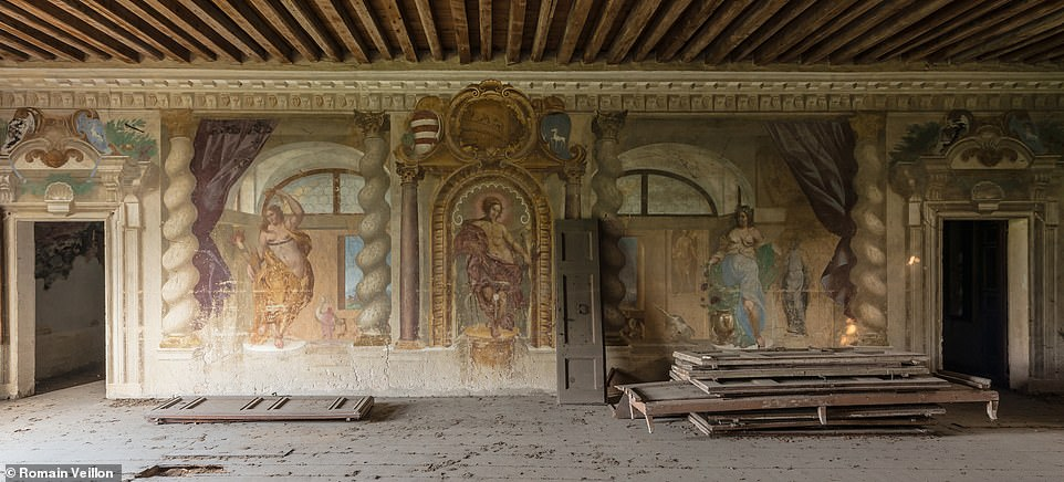 Dust and wooden frames might be piled up on the floor in this abandoned houses that Romain Veillon discovered, but the incredible frescoes on the walls greatly improve the aesthetics