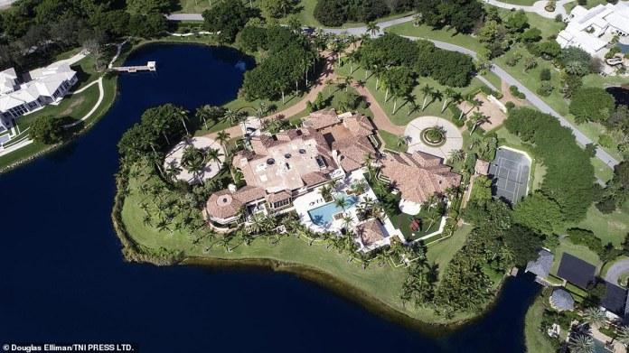 Eine Vogelperspektive der Villa, die Henry ursprünglich für einen Preis von 25 Millionen Dollar zum Verkauf angeboten hatte