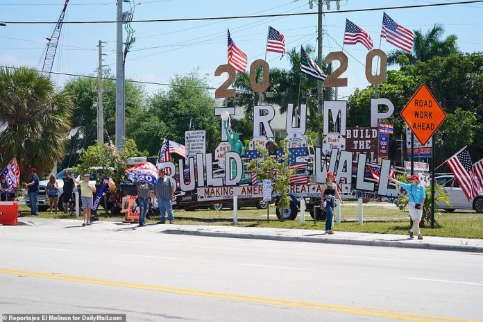 Trump supporters gathered in Palm Beach to line the presidential route as he returned to Mar-a-Lago