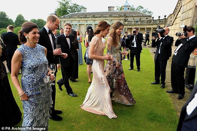 Rose asistió a la boda de la pareja real y, junto con su esposo David, los cuatro han tenido varias citas dobles (en la foto)