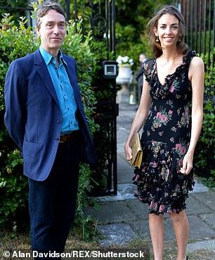 Hanbury está casada con David Rocksavage, el séptimo marqués de Cholmondeley, un rico etoniano anciano de 23 años mayor que ella.