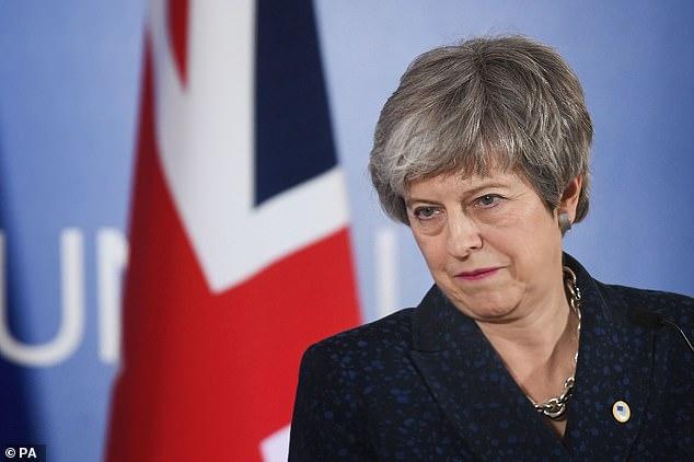 """Frau May antwortete: """"Es tut mir leid, dass Sie so fühlen."""" Und ein anwesender Abgeordneter sagte: """"Ich habe so etwas noch nie gesehen."""" Ihre Autorität ist gegangen"""