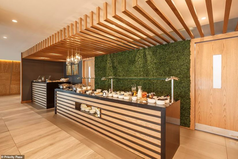 The food offering in the Quito loungemenu is designed by renowned local chef Andrés Miño and includes international and Ecuadorian cuisine