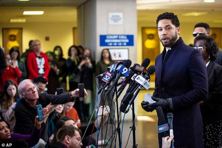 Smollett read from a small piece of paper which had handwritten notes on it after leaving the court hearing