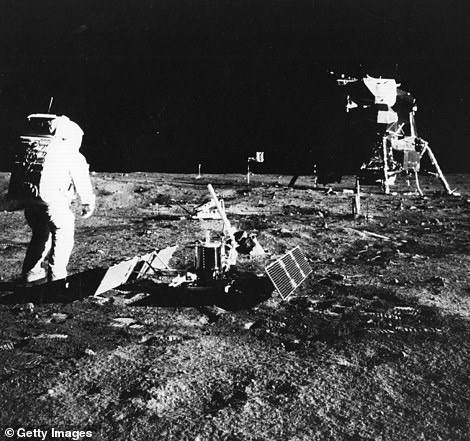 1969: Apollo 11 astronaut, Edwin & # 39; Buzz & # 39; Aldrin, implements a package of scientific experiments on the surface of the moon.