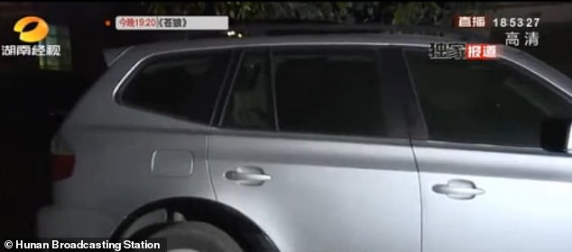Temperatures in Yiyang on the day temperatures soared past 30C, reports say, adding that the girl was likely to have been asleep in the back of the car during the ride to school