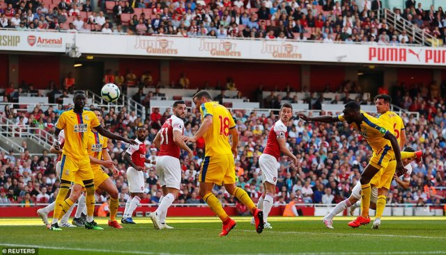 McArthur scores what proved to be the decisive goal for Palace against Arsenal