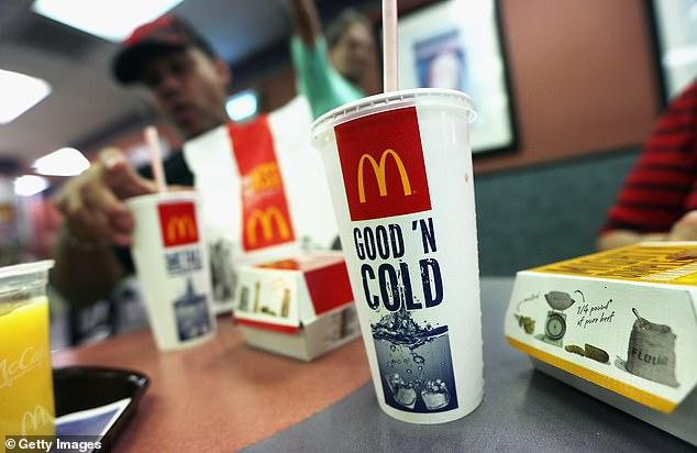 McDonald's enthüllte zum ersten Mal, dass sie im letzten Juni ihre Strohhalme wechseln würden, um die Anforderungen umweltbewusster Kunden zu erfüllen (file image).