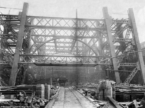 Pictures of the beginnings of the tower in 1893 show how difficult it would have been to construct such a magnificent building during a time where building tools were not as advanced as they were today