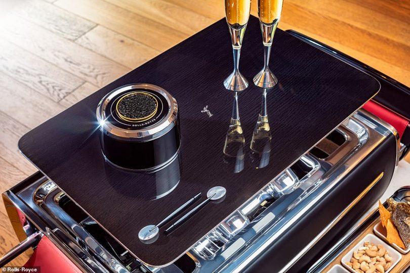 The caviar configuraton includes Mother-of-Pearl spoons with anodised aluminium handles that are housed magnetically at the top of the case. These are designed in a way as to not to impair the delicate flavour of the caviar