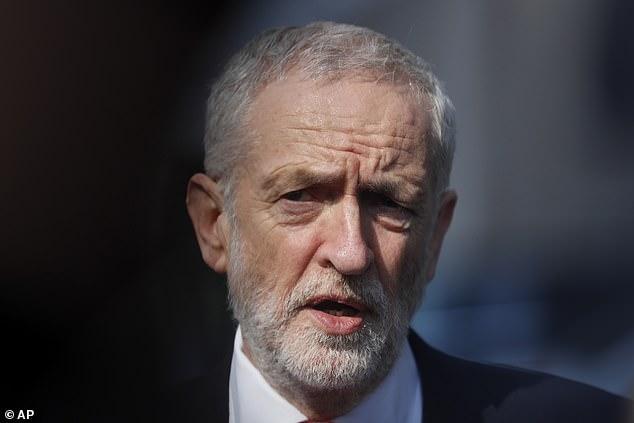 """Gestern hat Jeremy Corbyn Theresa May in einem Brief an sie bevormundet und erklärt, er habe sich wegen der """"zunehmenden Schwäche und Instabilität"""" der konservativen Regierung aus den Gesprächen zurückgezogen"""