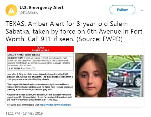 Après l'enlèvement de Salem, une alerte Amber publiée décrivait le suspect comme un «homme noir à la peau claire et maigre» et la voiture une berline gris foncé à quatre portes munie de jantes en alliage.