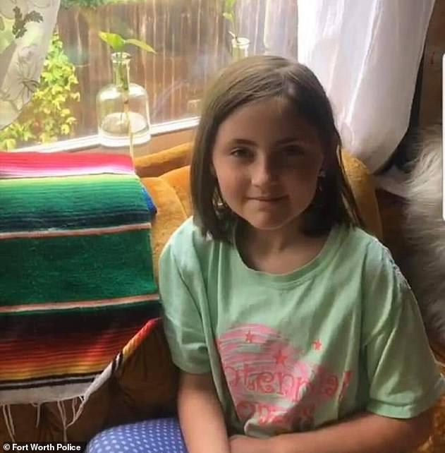 Salem Sabatka, âgée de huit ans (photo), a été retrouvée en sécurité quelques heures après avoir été enlevée dans la rue alors qu'elle se promenait avec sa mère à Fort Worth, au Texas, samedi soir.