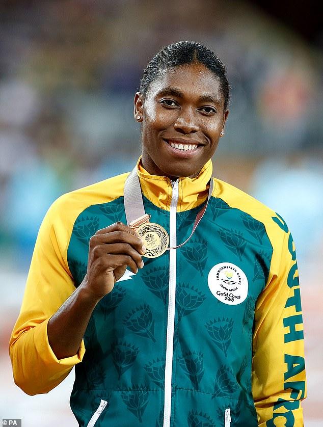La polémica gorra hecha en los niveles de testosterona en atletas mujeres ha sido considerada justa por los científicos. En la foto: Runner Caster Semenya, de 28 años, quien necesitará tomar medicamentos para reducir sus niveles de testosterona que ocurren naturalmente si quiere continuar compitiendo. En la foto con su medalla de oro en la final femenina de 800 m en los Juegos de la Commonwealth 2018
