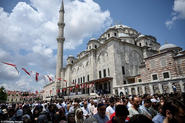 People attend symbolic funeral cerenomy of Egyptian President Mohamed Morsi on June 18, 2019 at Fatih mosque in Istanbul