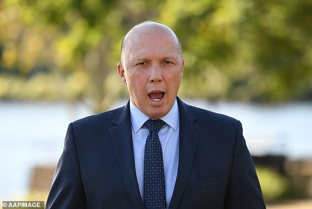 Peter Dutton anadai kwamba watu wa mashua wanajaribu kufika Australia kwa sababu ya kufupishwa kwa Bill, na anasema wangeifanya Bara ikiwa atashinda uchaguzi wa shirikisho
