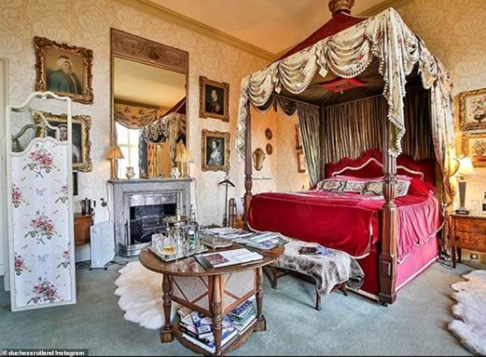 The theme of the castle is the classic opulence of the 18th century, when it was first restored. The bedrooms are furnished with four-poster beds, gold-gilt portraits, rich tapestries, fur rugs and fireplaces