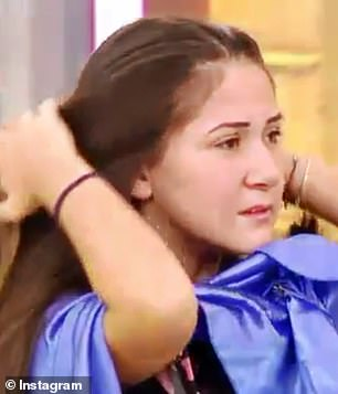Disbelief: İlayda was seen grabbing at the ends as the hairdresser twirled her ponytail around