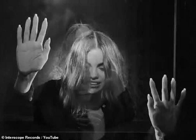 Gamme d'émotions: la vidéo Lose You To Lose Me a été tournée en noir et blanc, entièrement sur un iPhone, les gros plans reflétant son état d'esprit introspectif.