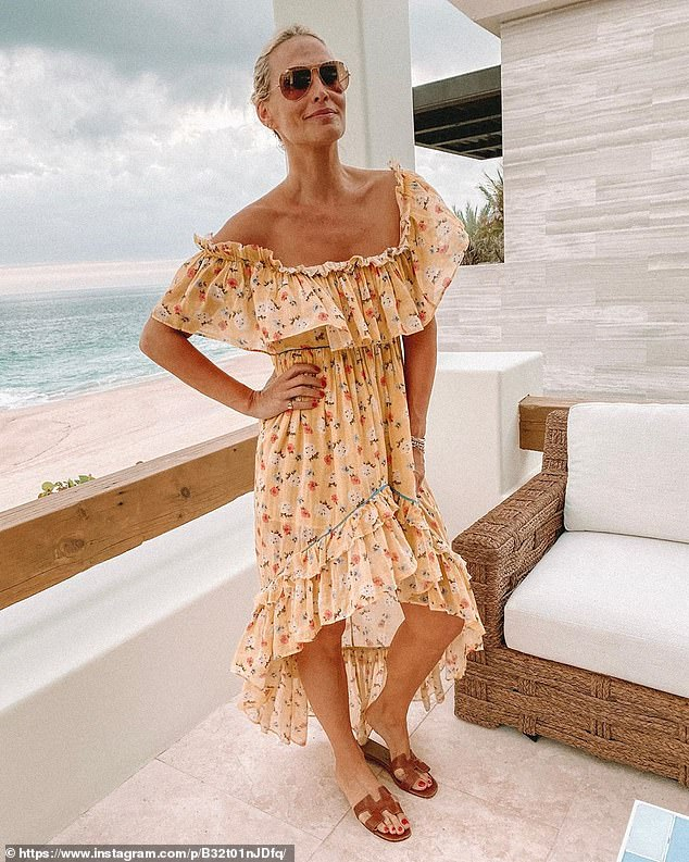 Que bonita! Molly wore a pretty hippie chic dress while taking in the ocean breeze