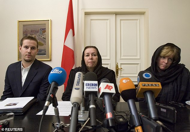 Christine Levinson (center), wife of former FBI agent Robert Levinson, her son Daniel Levinson (left) and her sister Suzan, (right) attend a news conference at Switzerland's embassy in Tehran in December 2007