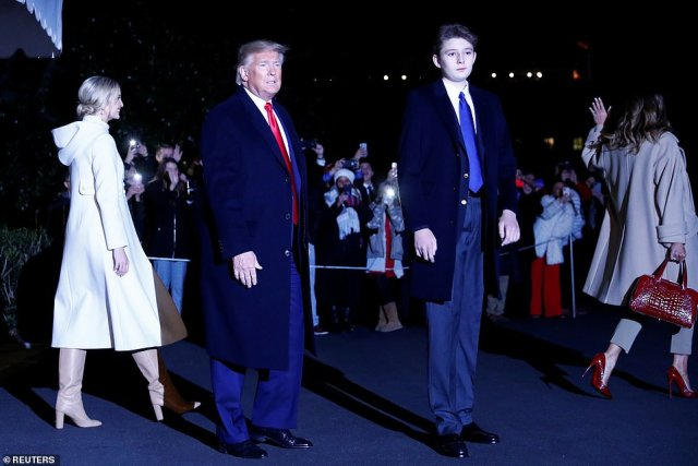 "22517620 7815917 Trump s youngest son Barron towered over his father while wearin a 25 1576890762609 The first family landed in their Mar-a-Lago residence in Palm Beach on Friday after departing the White House for the Christmas holiday. Barron Trump was photographed alongside his parents towering over his 6""2 father."