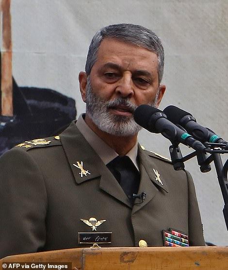 """Iran powiedział, że zidentyfikował 35 celów potencjalnych strajków i podniósł swoje czerwone """"flagi zemsty"""" nad kluczowym meczetem po śmierci najwyższego generała Qassem Soleimani (na zdjęciu w listopadzie 2019 r.)"""