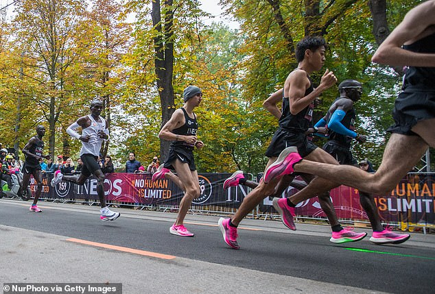Eliud Kipchoge also wore the controversial Nike vaporfly ZoomX during his 1.59 challenge