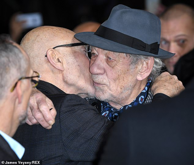 Friendly: the two actors kissed on the cheek when they met