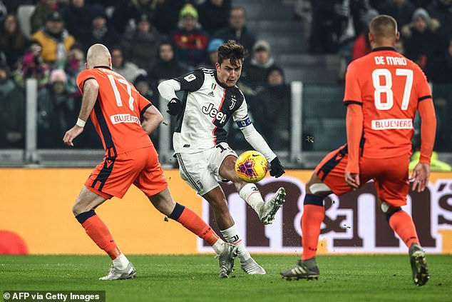 The Argentine striker Dybala makes an effort in a corner to put Old Lady three in Turin