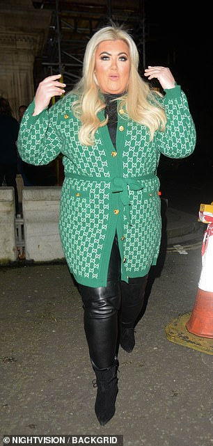 Set: letting her blond locks come loose from her shoulders, Gemma added height to her body with a pair of black boots
