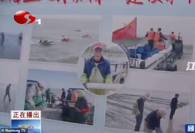 The programme also shows a signboard with pictures, which were believed to be showing the fishermen when they discovered the underwater spy drones off the coast of Jiangsu Province