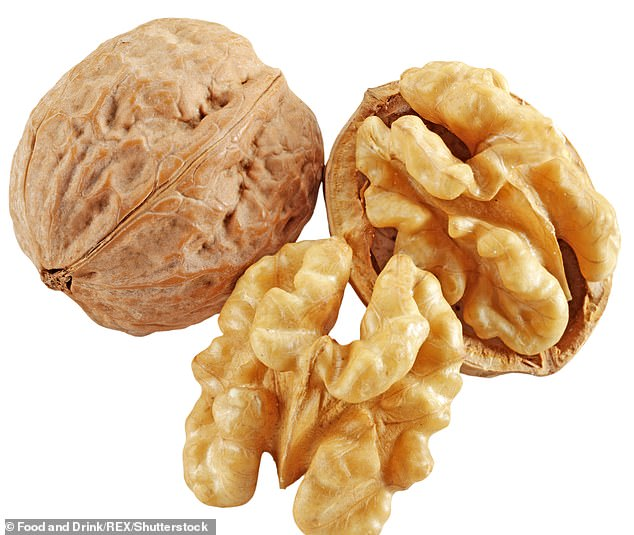 ¿Nuts, especially walnuts, are packed with essential fatty acids and omega-3s, which protect cells, limit free-radical damage from environmental factors such as pollution', says dietitian Jane Clarke