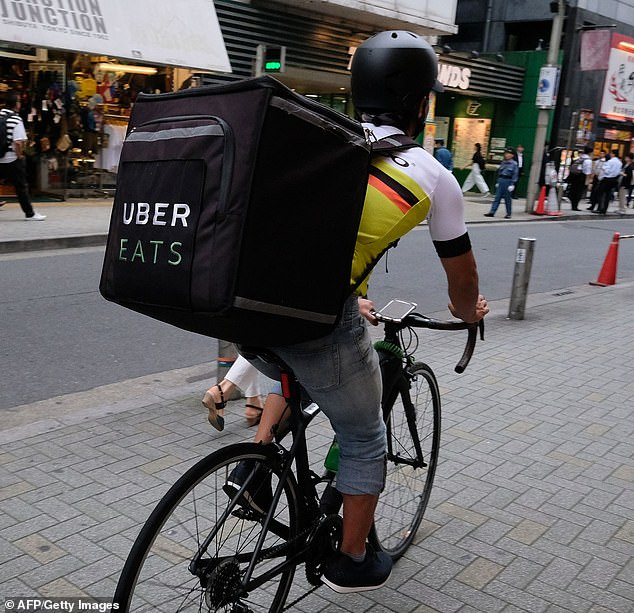 Australians are turning their back on third-party delivery apps and are instead opting to eat out at restaurants and bars, new research has revealed