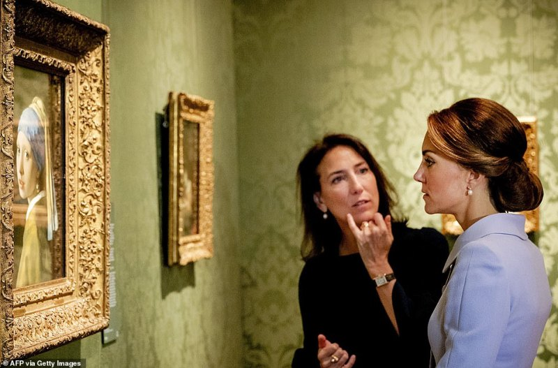 Kate has previously enjoyed Vermeer's work and is seen above looking at one of his paintings, The Girl with a Peal Earringduring her visit to the historic Mauritshuis Museum in The Hague's city centre in 2016