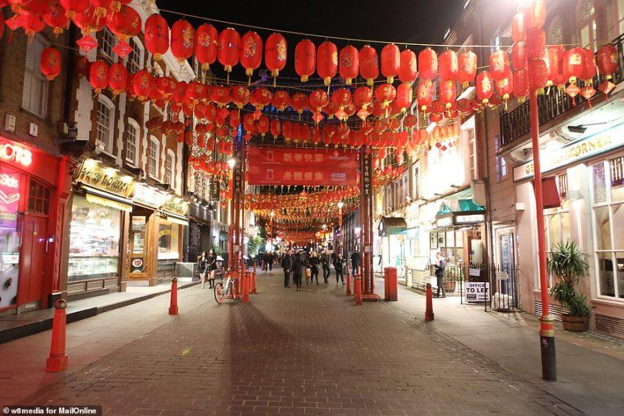 Улицы центральной части Лондона обычно подходят для того, чтобы просто взорваться, когда посетители хотят попробовать разнообразные рестораны или просмотреть супермаркеты, которыми управляют китайцы, вчерашний вечер стал ярким контрастом.