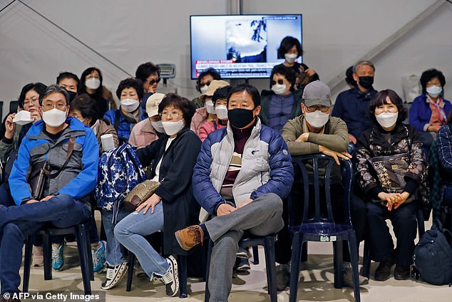 Israel on February 22 refused to allow some 200 non-Israelis to disembark from a plane which arrived from South Korea, as part of measures against the new coronavirus