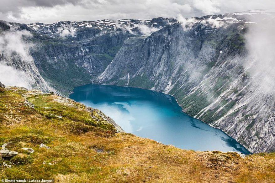 Another epic picture of lake Ringedalsvatnet, which has an almost other-worldly quality