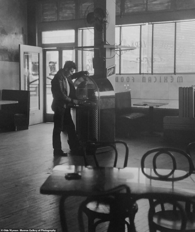 A man selects a song on the jukebox at the Vera Cruz Café in Los Angeles. 1950. In Wyman's 2014 memoir titled Chords of Memory, she said: 'Wearing the camera trumped my shyness, it enabled me to talk to complete strangers and hear their stories. … I wasn't threatening and I wore saddle shoes with bobby socks'.