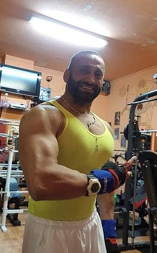 Luca, przedstawiony na dwóch niedatowanych fotografiach, powiedział dzisiaj w innym filmie, że trzech innych członków jego rodziny jest teraz zarażonych w domu w Neapolu
