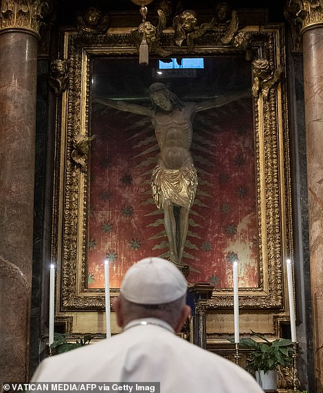 He prayed before a crucifix carried in a procession of 1522 in Rome when the city was hit by the plague
