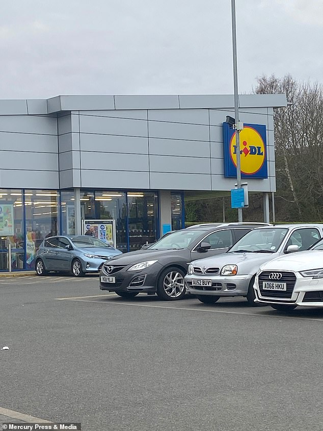 He said buyers allowed him to be in the front row and that a generous woman even paid her £ 25 with her bank card at the Lidl store in Cromer, Norfolk.