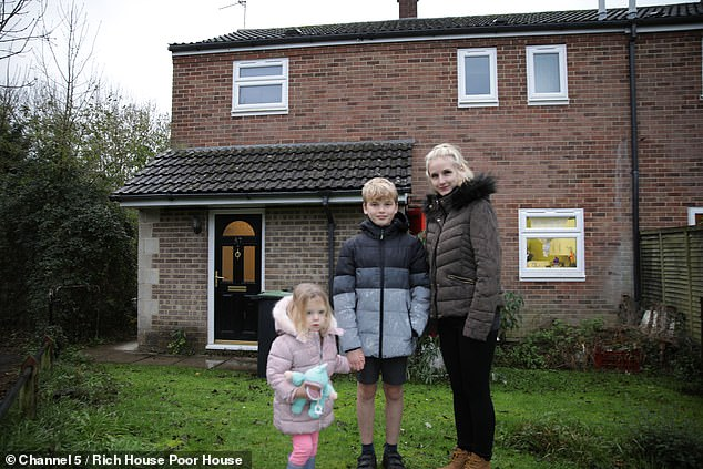 Larissa Wood, pictured with son Kobie and daughter Imahny, from Dorset, finds herself with £ 45 per week for food and expenses as a nail technician