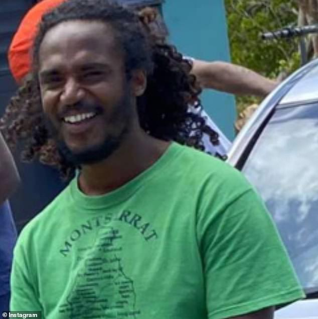 Island in the Sun: in the photo, dated April 1, the star was seen posing in front and in the center as he leaned against a silver Mercedes while he put on a green Montserrat t-shirt