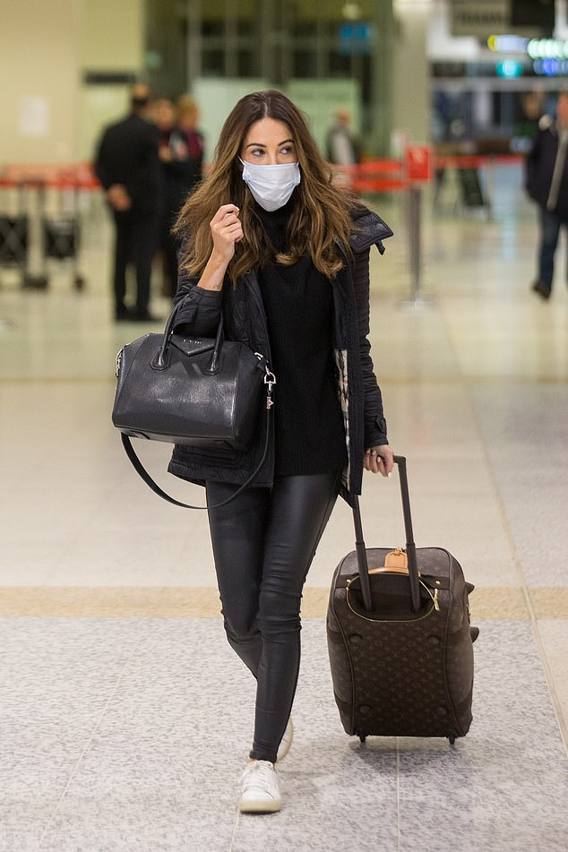 Hmm! The 31-year-old dance instructor wore her mask loosely and even took it off at one stage while checking in at Melbourne Airport on Wednesday