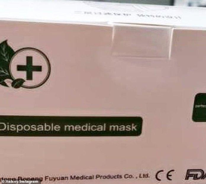 Aquí están: las cajas de máscaras se mostraron en dos imágenes compartidas en su cuenta de redes sociales, donde millones de fanáticos la siguen