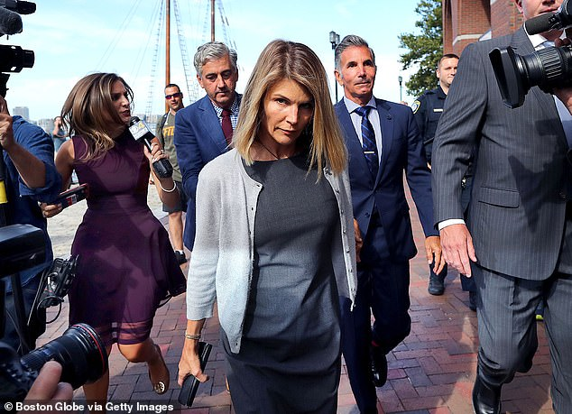 Federal prosecutors on Wednesday released a meteoric response to Lori Loughlin and Mossimo Giannulli's request to dismiss the charges against them, saying the two men knew the $ 500,000 they paid was not a gift but a gift. bribe to bring their two daughters into the USC.