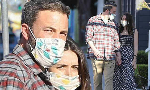 Ben Affleck and Ana de Armas don matching face masks for Venice stroll