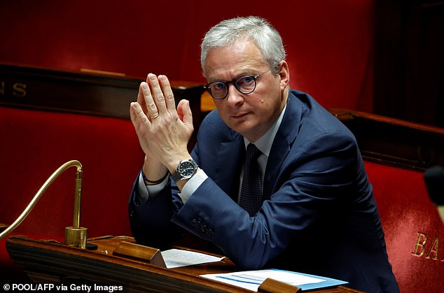 Finance Minister Bruno Le Maire (photo) announced today that companies registered or controlling their subsidiaries in tax havens are not eligible for the € 110 billion bailout.